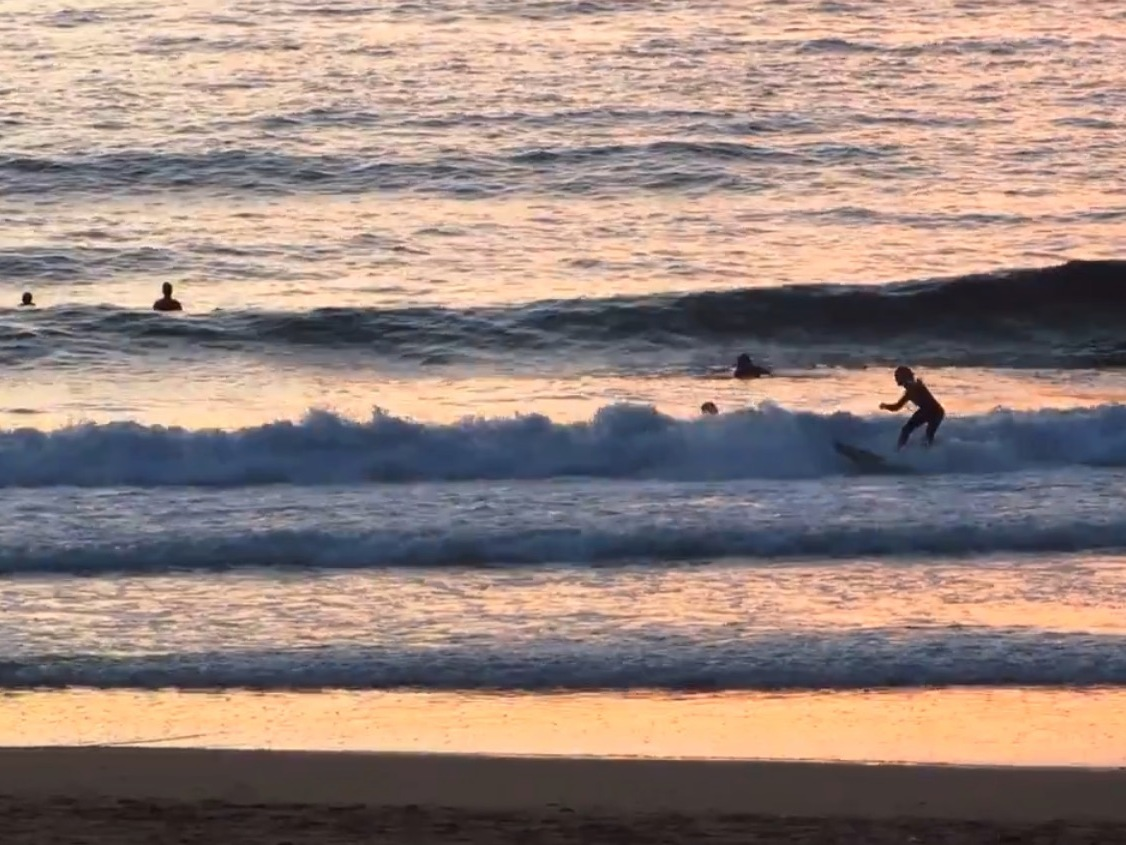 surfer-San-sebastian-zurriola-beach